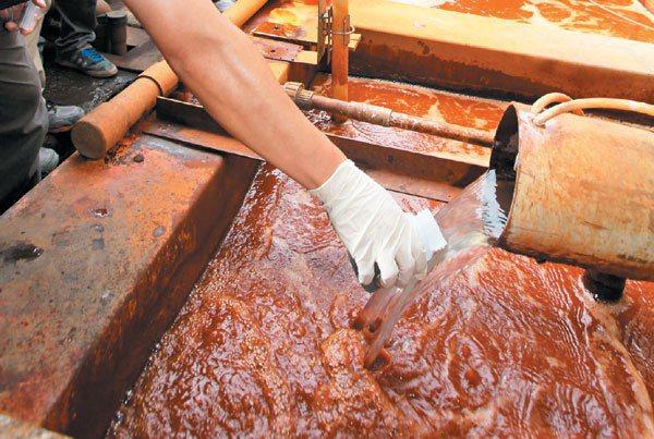 電鍍廠的廢汙水也是台灣農田汙染源之一。 圖/林超熙攝影