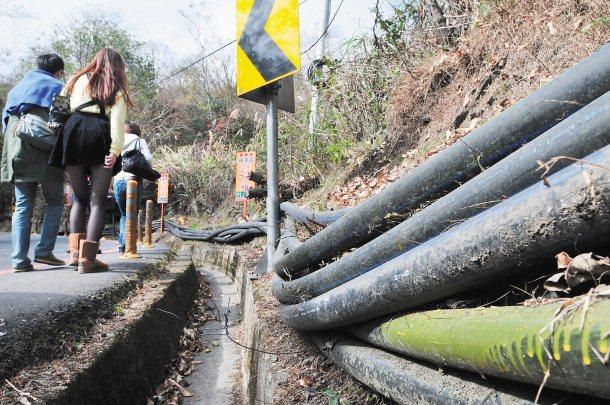 清境地區的水源都要靠水管從合歡山區接過來。 記者邱德祥╱攝影