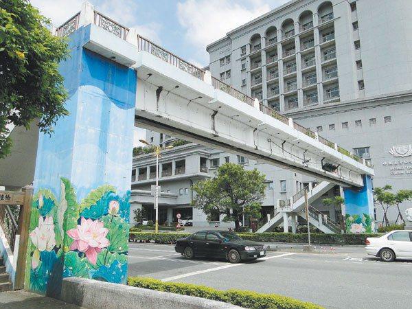 花蓮市中央路的天橋,使用率不高。 記者范振和/攝影