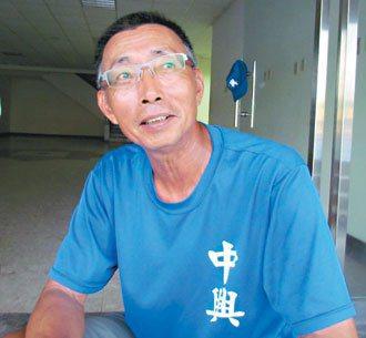 賣菜的許源欽,在南投縣帶過好幾學校的棒球隊。 記者張家樂/攝影