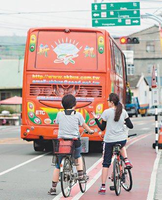 台中市龍井區大肚山腳下公車路線,集中在以龍井區公所為中心,許多住在距離區公所較遠...