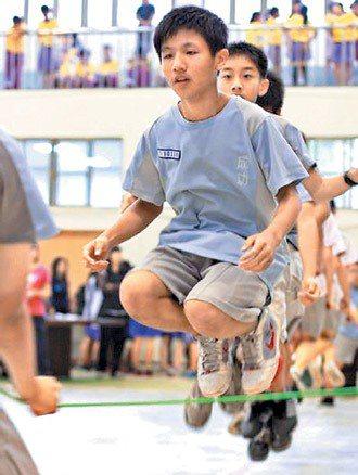 新竹縣多所國中小推動跳繩運動,讓孩子養成運動習慣。 圖/新竹縣政府提供