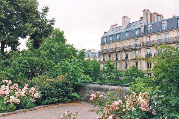 巴黎里昂車站附近的藝術高架橋(Viaduc des Arts),停用後重新設計,...