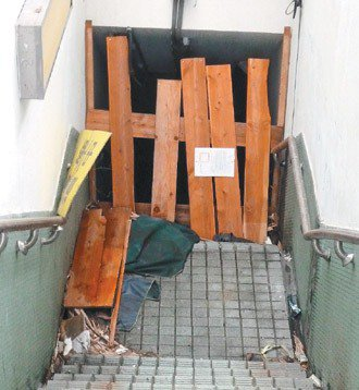 「中山-市民」地下道因沒人走,北市府索性封閉。 記者周志豪/攝影