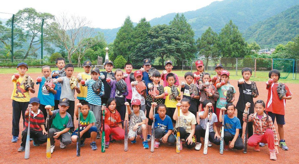 大埔里地區國小球員畢業後想打球,就得遠赴他鄉。 記者賴香珊╱攝影