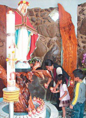 部落家長通常會帶孩子上教會做禮拜,過程都用 母語,孩童自然而然就能學會了。 ...