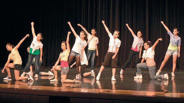 立人國中舞蹈隊表現亮麗。 圖/立人國中提供