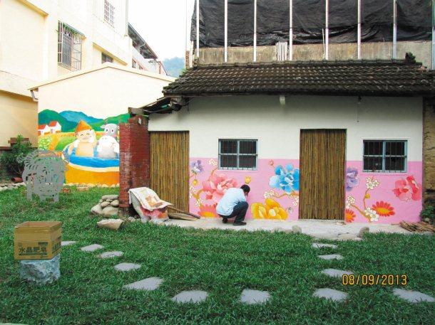 陳怡倩老師不僅教學生美術課,去年暑假還與學生完成大茅埔社區的意象美化。 圖╱陳怡...