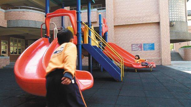 教育局回應本報願景專題,更提加強校園遊戲設施安全管理。 記者鄭國樑╱攝影