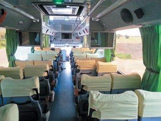 大型墾丁街車有40個座位,但鮮少乘客。 記者張進安/攝影