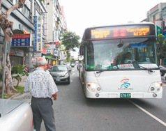高雄/不靠邊停 公車族:搭公車得搏命