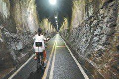 台中/隧道暗、交會路多 單車暢行好難