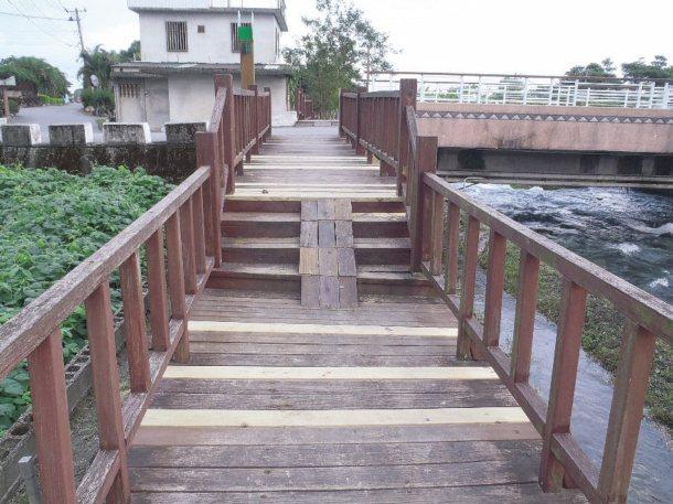 花蓮吉安鄉初音自行車道原本的入口有高低落差,圖為改善前樣貌。 圖╱吉安鄉公所提供