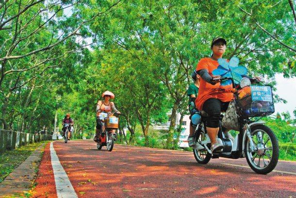 聯合報推出「願景在地」體檢台中最熱門的東豐綠廊自行車道,市府回應迅速。 記者喻文...