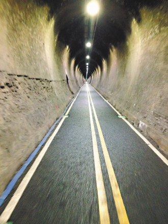 后豐鐵馬道隧道,採用LED燈照明,並每天固定派員巡邏。 非報系