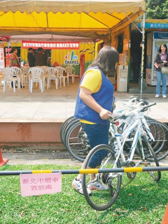 雙北市河濱自行車跨市借還服務,今天正式上路。 記者吳曼寧╱攝影