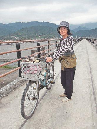 車友們現在行經自行車道秀姑巒溪大橋段,可以放心放鬆慢慢騎了。 記者邱立雅╱攝影