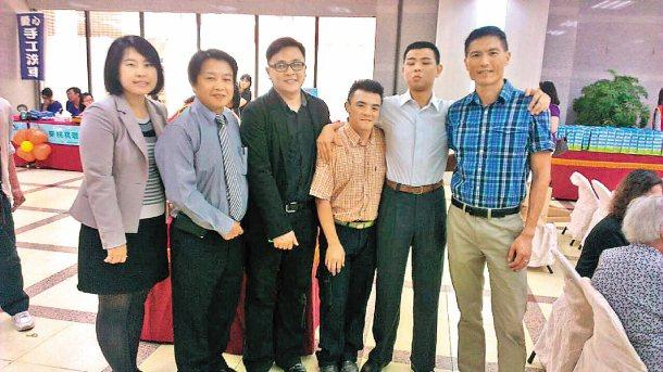 啟智技藝訓練中心公關杜明君(左一)。 圖/杜明君提供