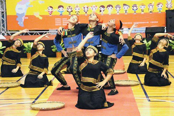 賓茂國中VASA原舞團演出,展現對語言及文化的熱情。 記者李蕙君╱攝影