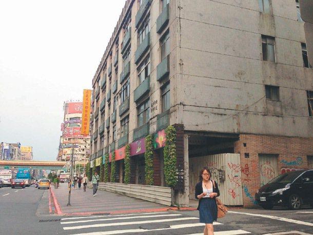 位在台北市忠孝東路3段的正義國宅都更基地,自2007年即核定事業計畫,至今尚未動...