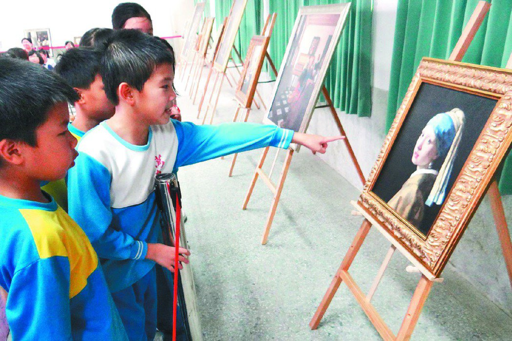小朋友對維梅爾的畫作世界侃侃而談。 記者蔡維斌/攝影