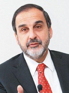 智利勞工部副部長艾雷西亞斯:在職時繳少、退休多領,什麼制度都辦不到。退休金制...