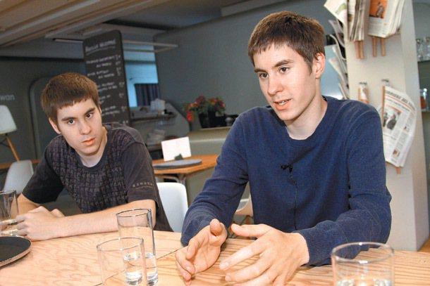 路克(右)和帕斯卡(左)兄弟。 特派記者曾學仁/瑞士攝影