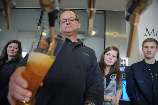 德國慕尼黑寶萊納啤酒廠學徒,在師傅何富林格(Andreas Hoflinger,...