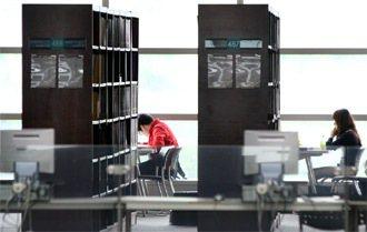 浦項工大圖書館內K書的學生。 特派記者侯永全/首爾攝影