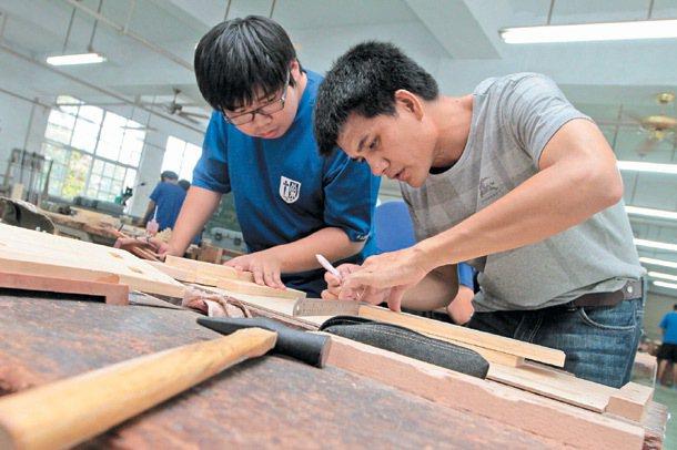 圖為木工科教學情形。 記者胡經周/專題攝影