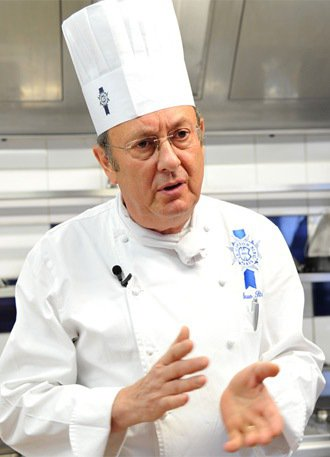 帶廚藝學校接受高級法式烹飪廚師布魯諾‧斯蒂勒。 特派記者林澔一/巴黎攝影