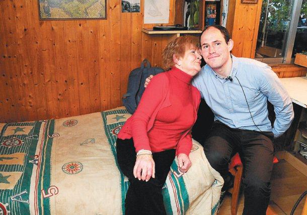 二十五歲的米蓋爾失業後,靠著祖母的退休金和租金,度過人生低潮期。 特派記者鄭超文...