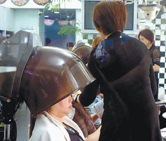 台灣求職市場,美容美髮業正面臨缺工的困境。 記者陳正興/攝影