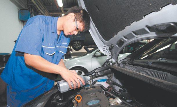 陶東明 台灣 25歲台北科技大學車輛系送新鮮人一句話:我喜歡畢業後趕快進...