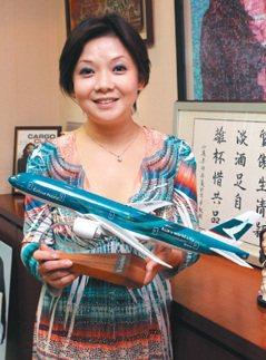 香港/歷練12部門 她當上國泰總經理