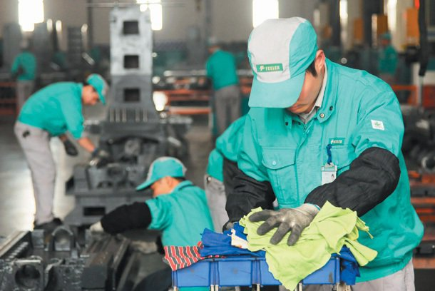 台灣友嘉集團和杭州職技學院打造大陸第一個「校企合作」範例,培養優秀的技職生。 記...