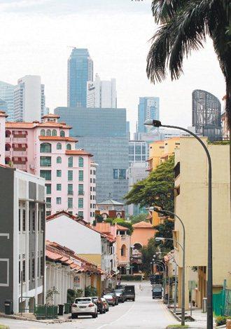 新加坡的環境,很多元良好的治安及生活環境,也是新加坡留住外來人才的重大拉力。 特...