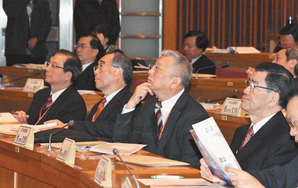 政府一次又一次的人才相關會議,但台灣的人才問題,依然無解。圖為二○一○年一月 「...