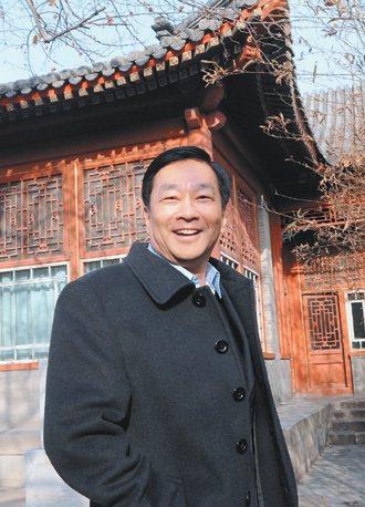 大陸北京大學教授巫和懋,多年前從台大國企系被大陸挖角,如今的研究室就在清朝的恭親...