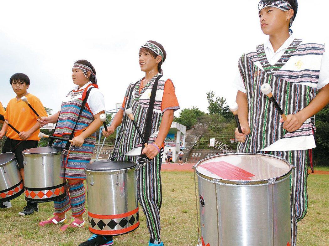 復興鄉介壽國中森巴鼓隊,十月將赴日本青山祭遊行踩街,但出國費用成一大問題。 記者...