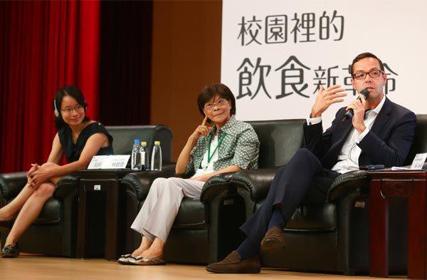 奧利佛食物基金會執行長尼爾•洛孚(右)、台灣主婦聯盟生活消費合作社產品顧問林碧霞...