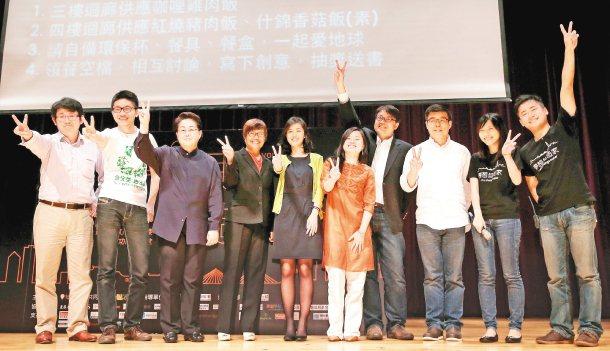 「夢想自造家」論壇昨在新北市政府舉行,以立國際服務創辦人陳聖凱、社企流創辦人林以...