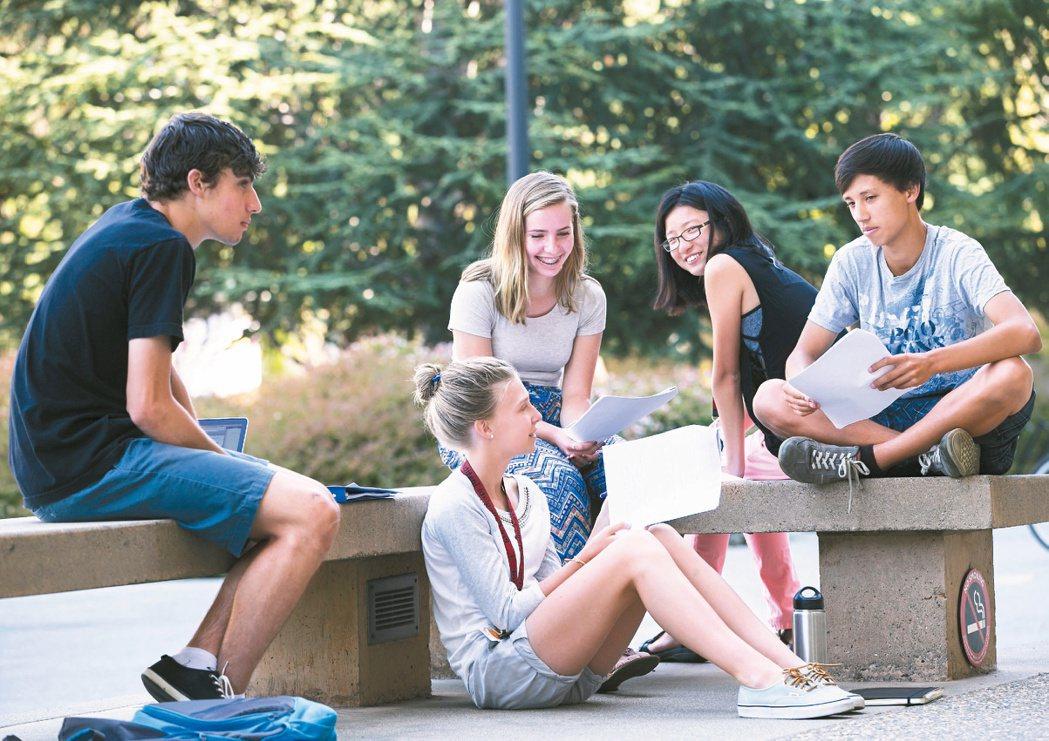 在英美,在台灣,大學校園已成培養社會創新、社企種子的園地,強調跨領域及實作。圖為...