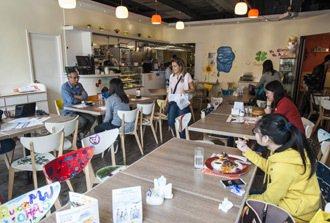 「Go Inside」咖啡廳是負責人鄧家怡實現夢想的地方。 特派記者楊萬雲/香港...