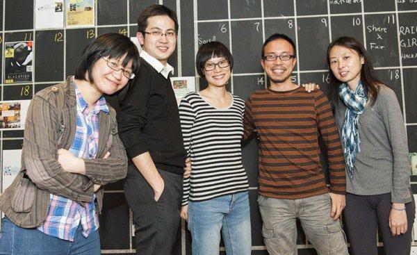 「活現香港」帶遊客參觀跑馬地墳場等,導覽「不一樣的香港」,創辦人陳瑩琛(左起)、...