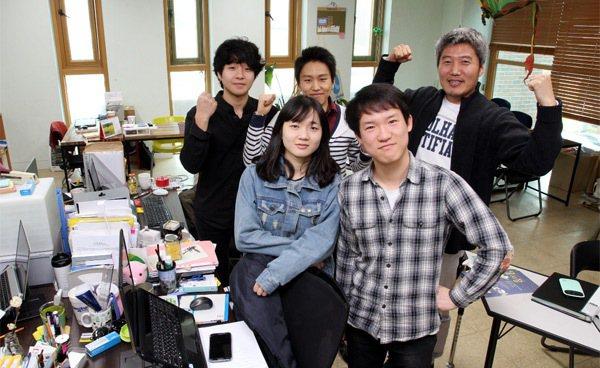 Bangmuldan 團隊在首爾巡迴舉辦「月亮市集」,盼種下社企樹苗,串起社企商...