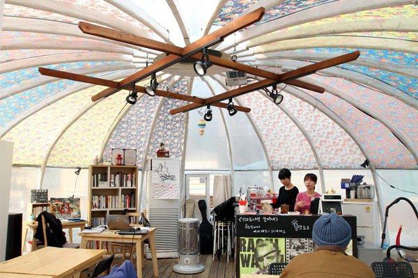 首爾市麻浦區蒙古包造型的電影交流咖啡廳。 特派記者侯永全/首爾攝影