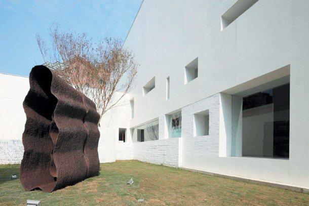 耕莘都市更新接待中心以藝術家徐永旭作品展現質感。 圖╱胡氏藝術提供
