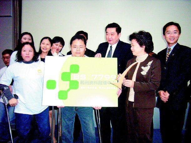 勝利資料鍵檔中心是中國信託最大的委外鍵檔廠商,靠身心障礙者手下功夫,自給自足。 ...