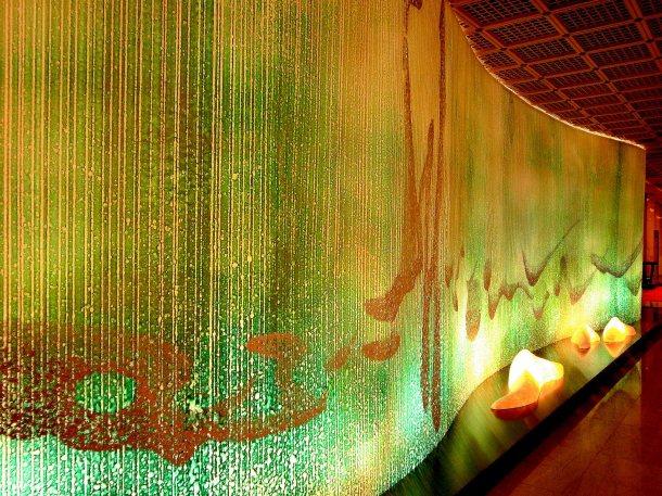 兩廳院與樹火紀念紙文化基金會合作,完成巨型裝置藝術「水之即景」。 圖╱ 樹火紀念...